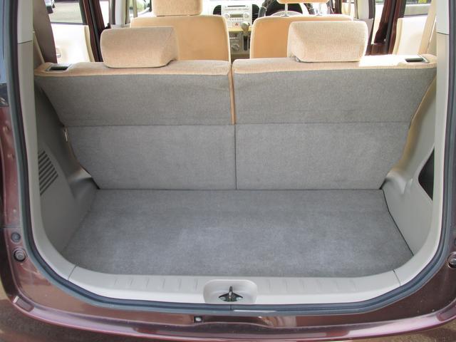 トランク側から後席シートも倒せます。