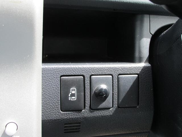 左側スライドドアの開閉が運転席とリモコンからも可能です。