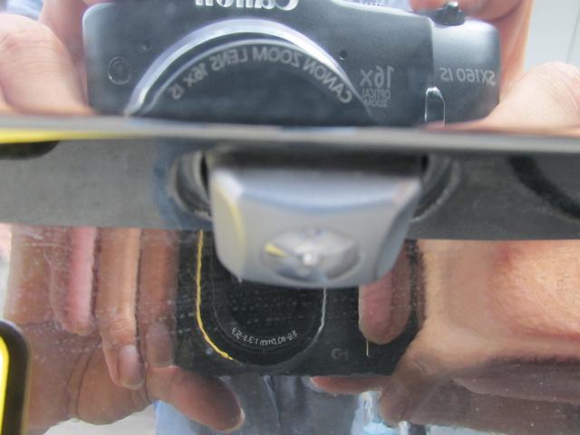 リヤカメラとボディに写ったイケメンの指です♪