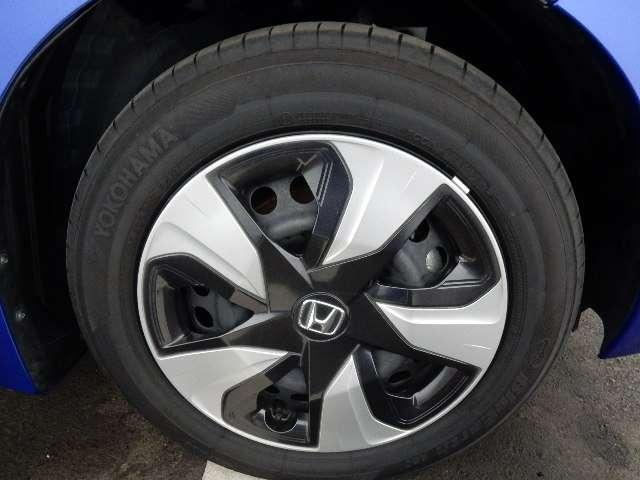 ホンダ フィットハイブリッド Lパッケージ 試乗車 禁煙車 CD リアカメラ LED