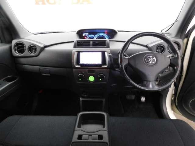 広びろとした視界が運転にゆとりを広げます。