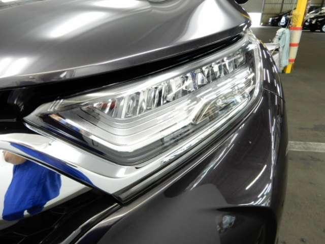 ヘッドライトは省電力、白っぽい光で明るいLEDヘッドライトです。夜間や雨天時にも視界を明るく照らしてくれます。
