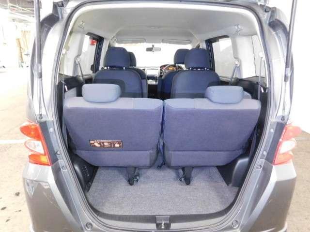 三列シート、7人乗り、用途に合わせてシートをアレンジできます。