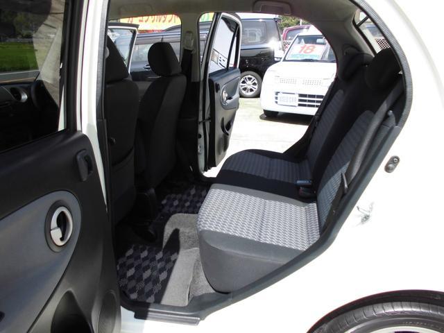 内装 後部座席