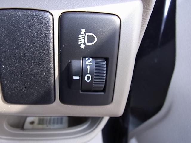運転席の位置からヘッドライトの位置調整が簡単に出来ます。暗い道では、遠くを照らしたするの役立ちます。