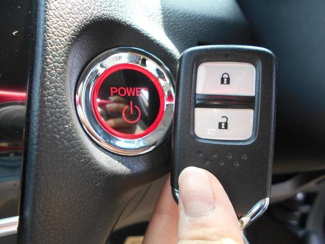 何かと便利なスマートキー!!セキュリティーも兼ね備えております!車によっては、キーを挿さずにエンジン始動可能もありますよ!