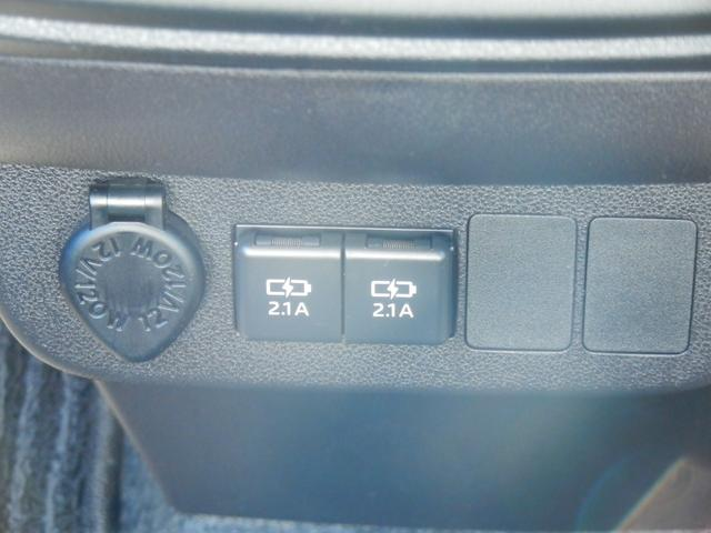 USB電源ソケット装備車になります。ドライブしながら、スマホなどの充電が可能です!