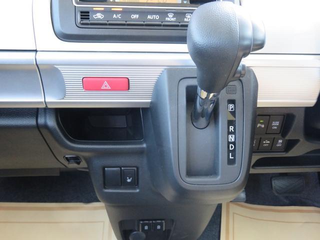 ハイブリッドX フロアマット・ドアバイザー付き・届出済み未使用車・保証書(22枚目)