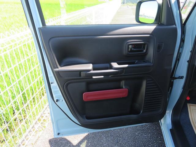 ハイブリッドX フロアマット・ドアバイザー付き・届出済み未使用車・保証書(34枚目)