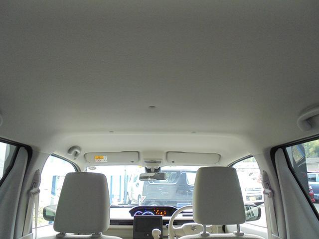 天井が高く、ゆとりを感じられる車内空間