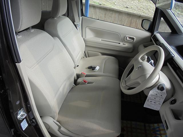 足元スッキリでゆったり座れるフロントシート☆