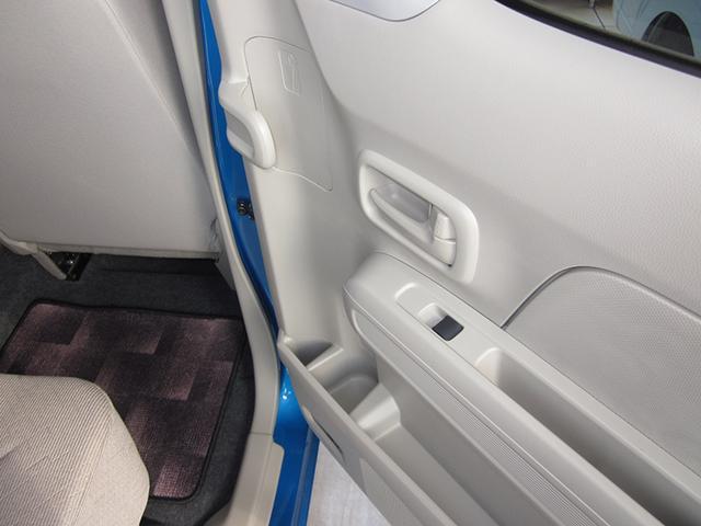 後部座席にはアンブレラホルダー付き!雨の日の傘の置き場所にも困りません