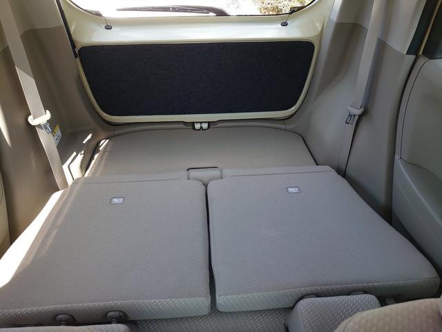 運転席から見る後方収納スペースです。