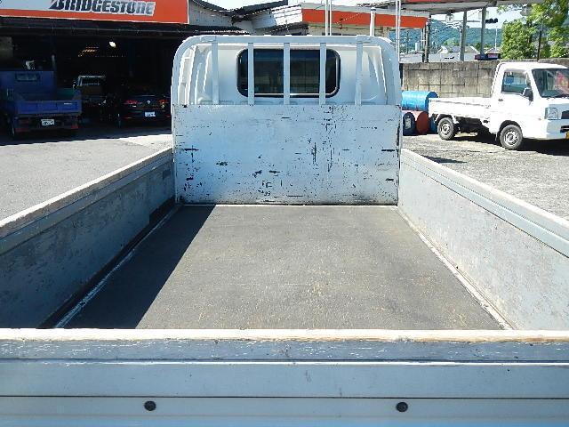 2.0t平ボデートラック 木製板張り 5速ミッション(10枚目)