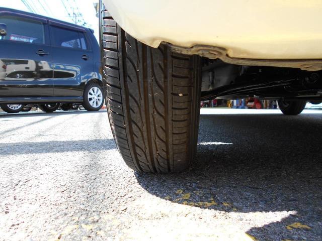 タイヤの溝はまだ9分山以上あって安心です