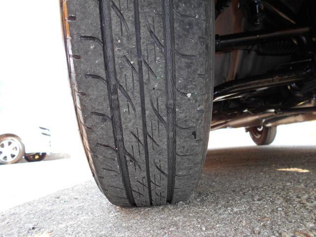 左前タイヤです