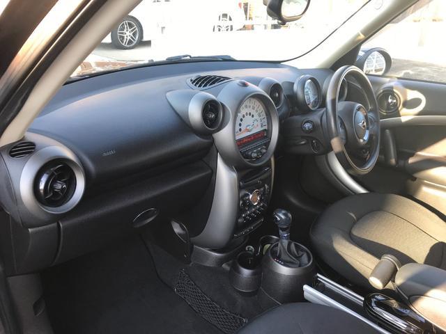 クーパー クロスオーバー 車検令和4年9月 エンジンプッシュスタート スマートキー CDオーディオ アームレスト 純正アルミホイール(11枚目)