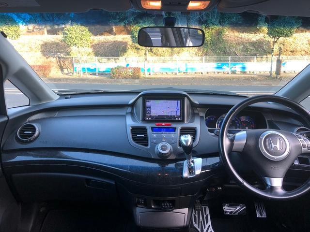 落ち着いたカラーの内装です!!車高も高く視界も広いので運転しやすいです!!