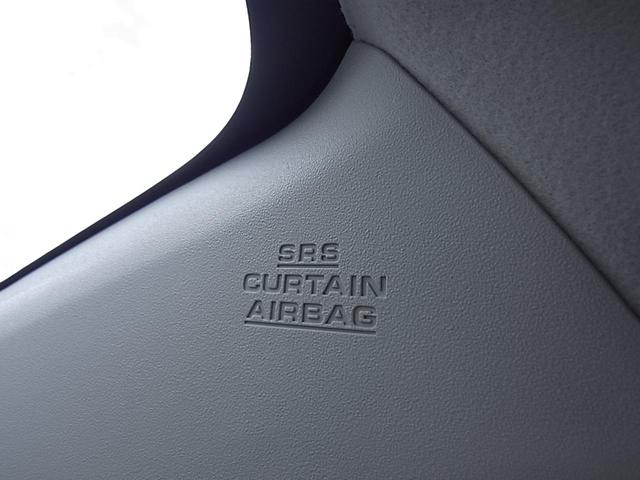 サイドエアバッグは、シート横面などに搭載され、側面衝突時にはドアパネルと乗員の間に展開し、乗員の胸部・腹部を保護します。