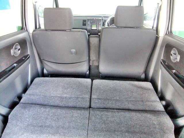 マットなどを敷けば車中泊にも対応できます。