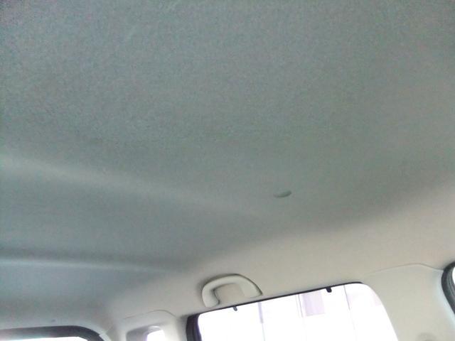 車内天井部分。