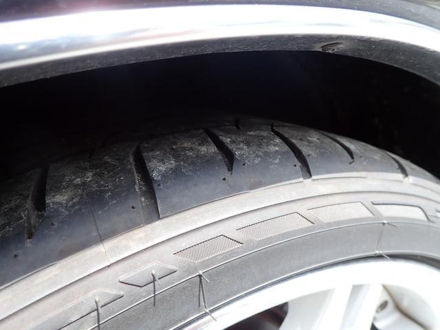 タイヤ山は、たっぷり残っていますので、納車後の買い替えの心配は有りません。