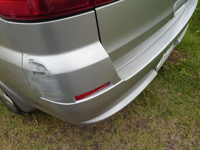 左側リヤバンパーコーナー擦り傷あります。