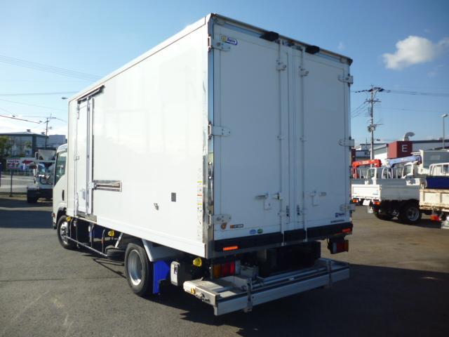 2t低温仕様冷凍車格納ゲート付(6枚目)