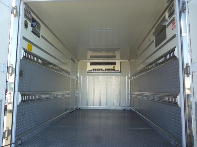 2t低温仕様冷凍車格納ゲート付(7枚目)