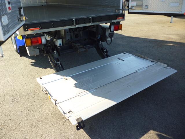 2t低温仕様冷凍車格納ゲート付(11枚目)