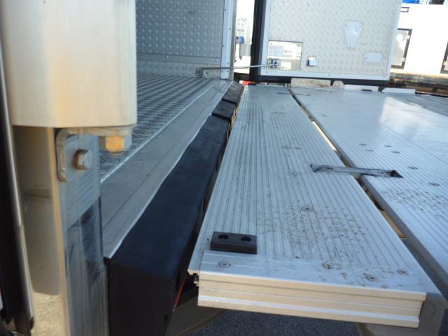 2t低温仕様冷凍車格納ゲート付(12枚目)