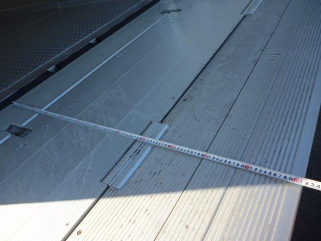 2t低温仕様冷凍車格納ゲート付(14枚目)