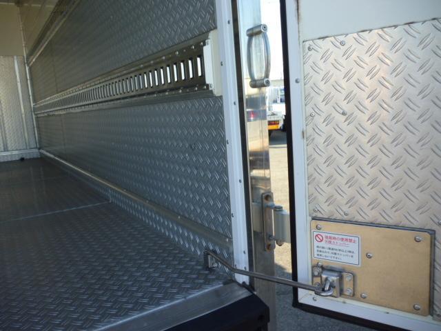 2t低温仕様冷凍車格納ゲート付(17枚目)