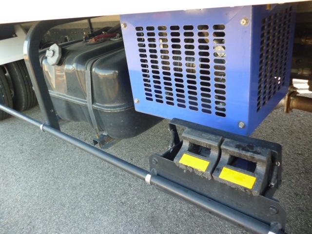 2t低温仕様冷凍車格納ゲート付(20枚目)