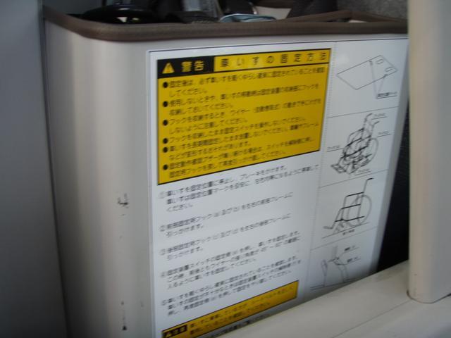 トヨタ ハイエースコミューター 福祉車両 電動リフト ストレッチャー 車イス2基