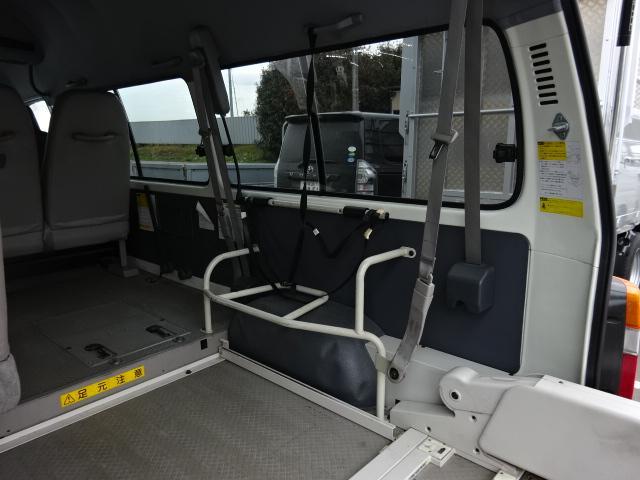 福祉車輌 4WD 車イス2基固定装置(20枚目)