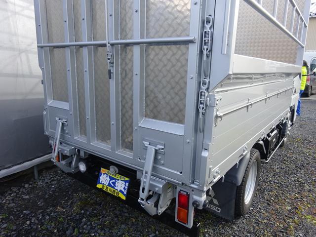 三菱ふそう キャンター 2tベース 家畜運搬車