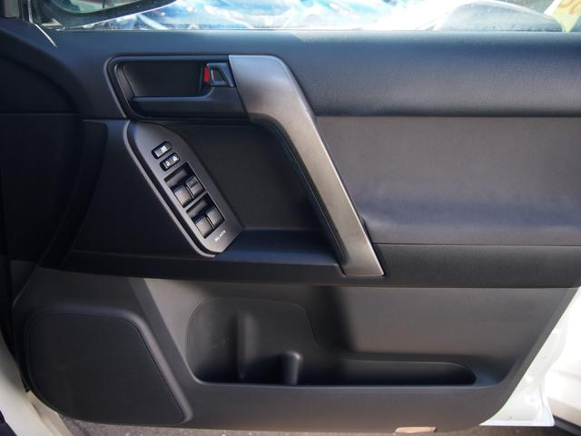 TX 純正ナビ フルセグ Bカメ ETC Bluetooth対応 DVD再生 黒革シートカバー オフロードタイヤ 7人乗り(26枚目)