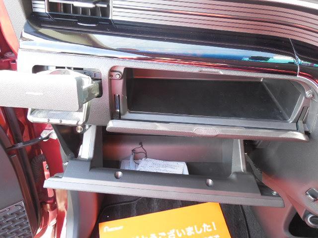 助手席側2段のグローブボックス。ドリンクホルダーもあります。