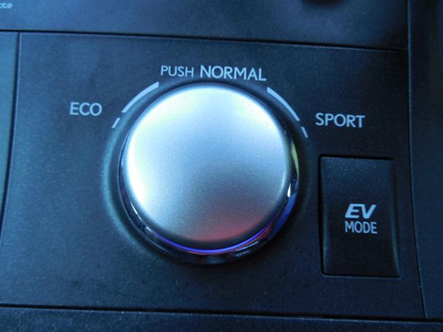 お好みの走行モードが選べるスイッチです。EVモードも付いています。