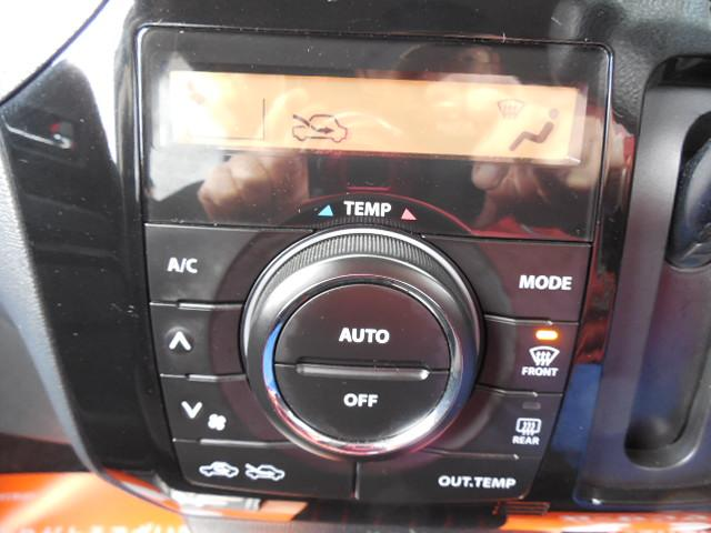 ディスプレイ付のオートエアコンです。車内はいつでも快適空間です。