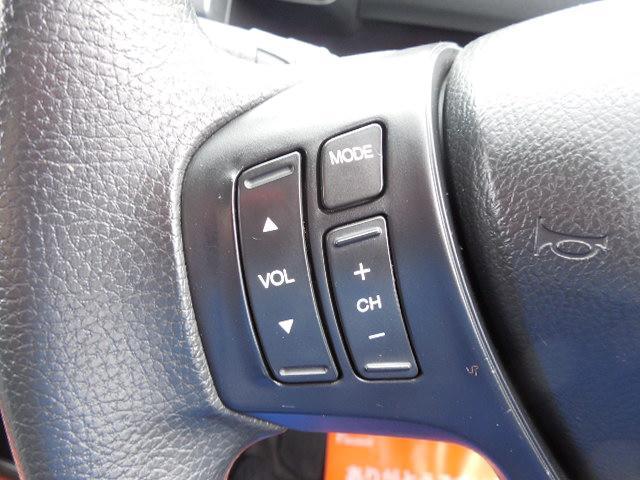 ステアリング左側にオーディオコントロールスイッチ付です。