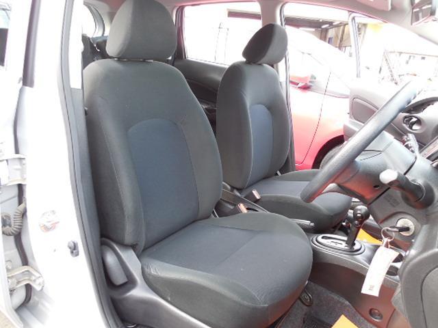 凹凸のあるホールド性の良さそうなフロントシートです。