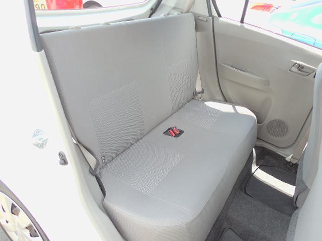 座面しっかり肉厚で座りやすいリアシート。