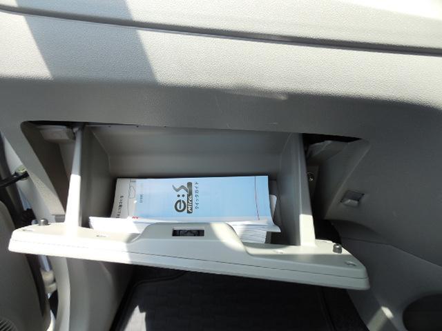 助手席側グローブボックスです。横にコンビニフックあり。