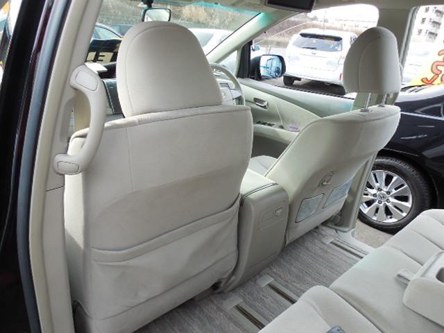 フロントシート後ろにポケットやコンビニフック付で便利です。