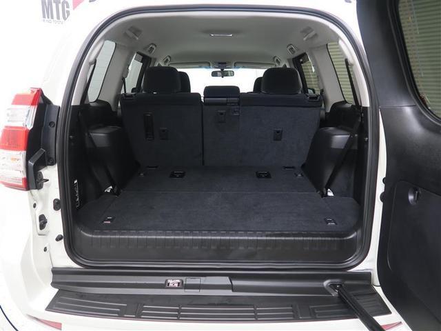 【荷室】 リヤシートを操作すれば大きな荷物にも対応できます♪ご来店時に試しに積んでみることも可能ですのでお気軽にどうぞ!