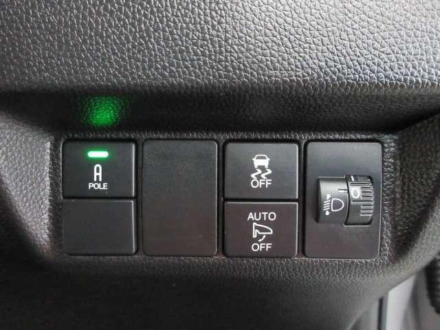 オートリトラミラーや燃費を抑えるECON、横滑りを防ぐVSA、等のスイッチ類は運転席の右側、手の届きやすい位置にあります。