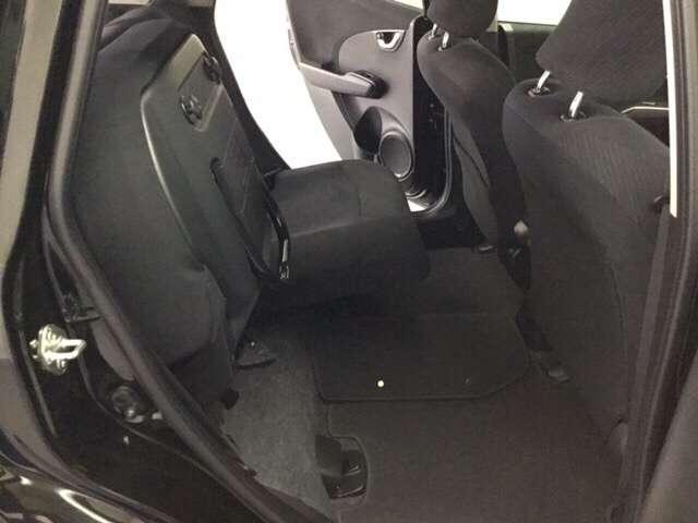 シートアレンジでリアシートの座面を持ち上げ固定するとカーゴスペースに変身!高さのあるお荷物も積めますよ!(120cm程度)