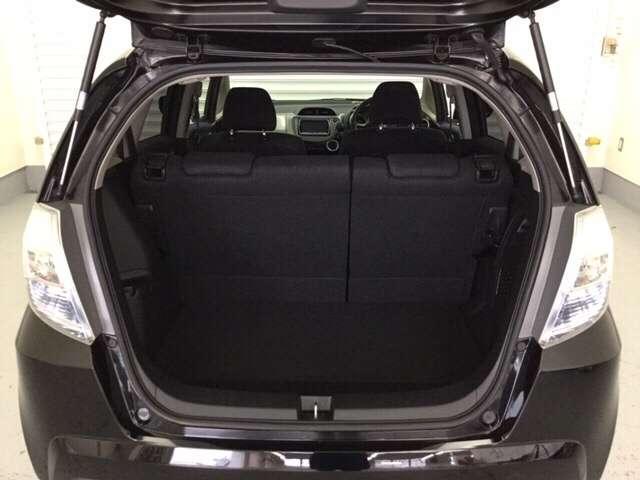 容量のあるカーゴスペース!フル乗車でもたくさん積み込めます!